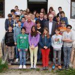 Walter J. Mayr, Walter Weiskopf und Julia Rolle zu Besuch bei den Kindern der Johann-Rieder-Realschule und der Neuen Mittelschule Kufstein 2 in Berchtesgaden