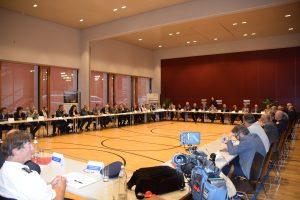 Zahlreichen BürgermeisterInnen aus Bayern und Tirol sowie VertreterInnen weiterer Behörden nahmen am Euregio Inntal Verkehrsgipfel teil.
