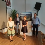 Mitglieder des Projektteams v.l.: Katharina Voggenauer (LRA Rosenheim), Kolja Zimmermann (LAG Chiemgauer Alpen), Esther Jen-nings (Euregio Inntal) und Christian Fechter (LAG Chiemgauer Seenplatte